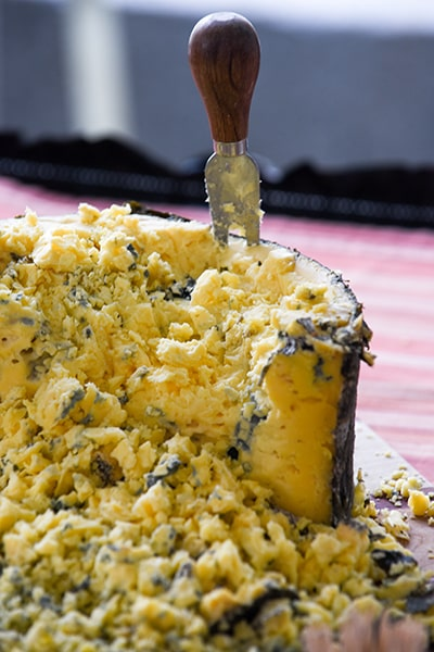 cheese-crumbles-knife